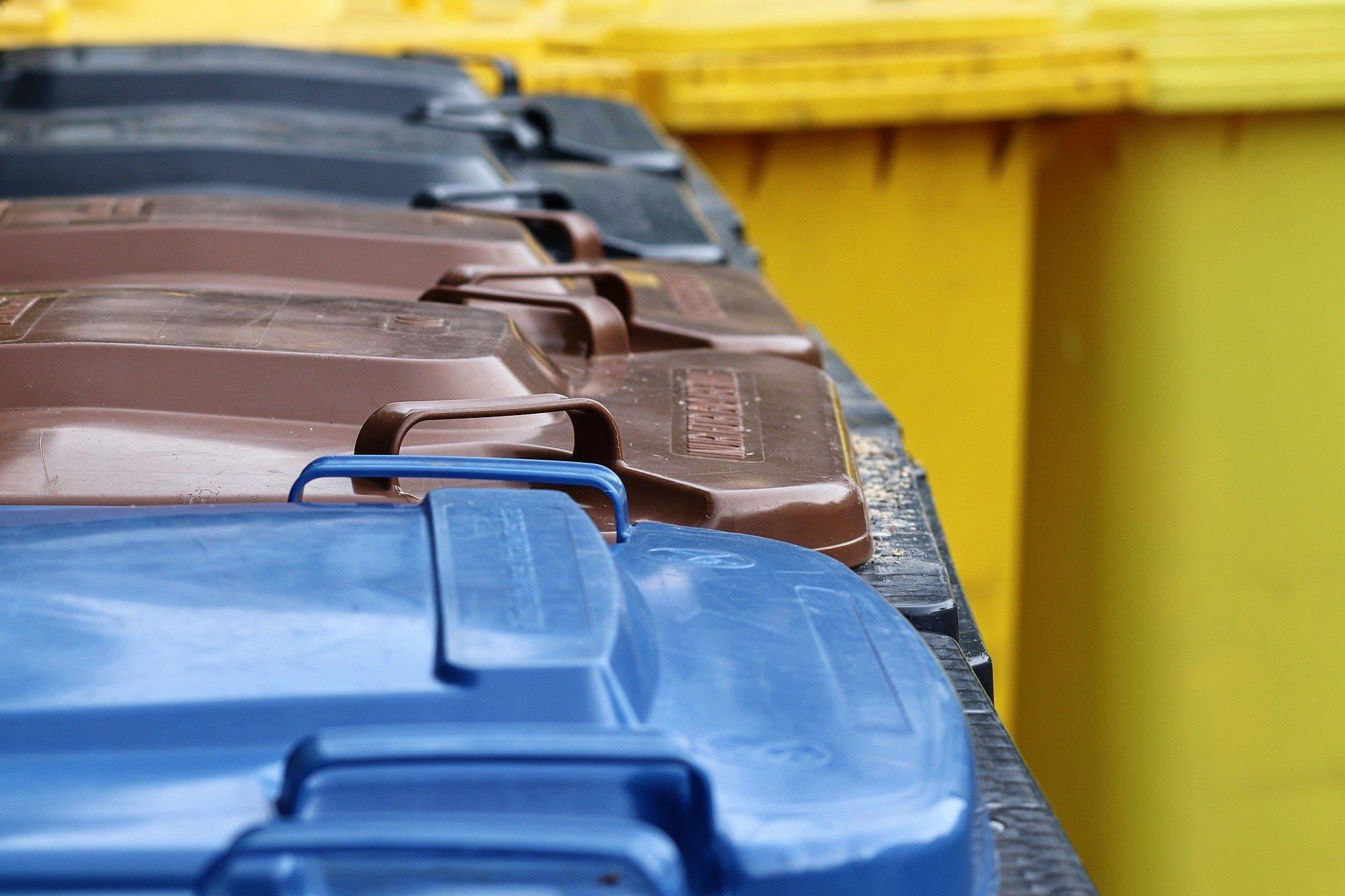 Segregacja śmieci – podpowiadamy, jakie kolory opisują poszczególne odpady